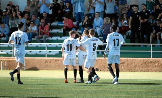 Los jugadores de la Peña Deportiva celebran el gol de Fran Núñez, que suponía el 2-0 ante el Getafe B.