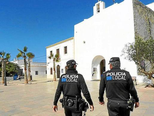 Imagen de archivo de una patrulla de la Policía Local de Formentera.