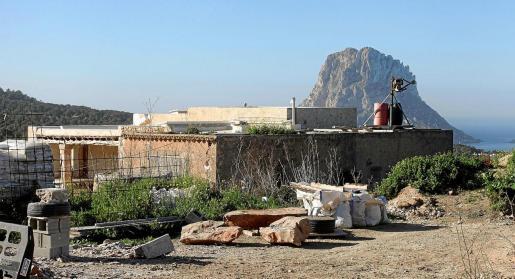 Obras en el proyecto de hotel rural que se pretendía abrir en Cala d'Hort, en Sant Josep.
