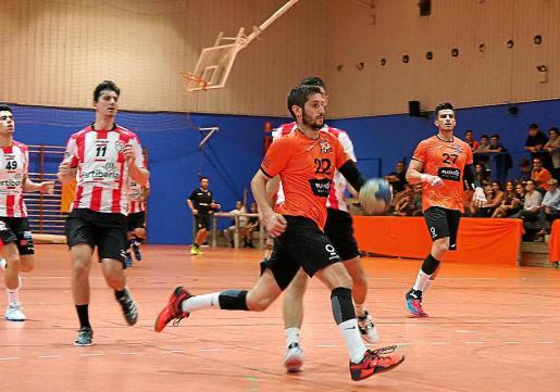 Una acción de un partido liguero del HC Playasol Eivissa.
