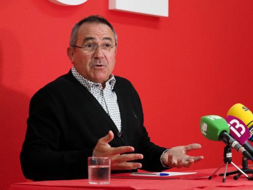 Xico Tarrés, durante una rueda de prensa en la sede del PSOE de Ibiza.
