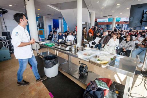 Andreu Genestra dio ayer una clase magistral a los alumnos del IES sa Serra.