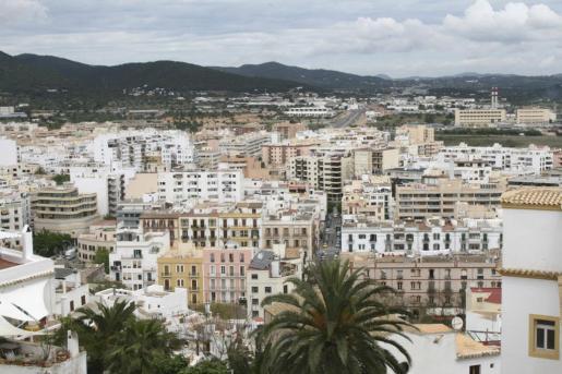Vista aérea de vivienda en la ciudad de Ibiza.