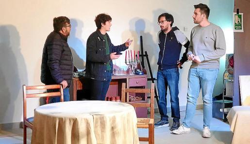 Los actores amateurs de la compañía llevan trabajando intensamente durante meses en la obra.