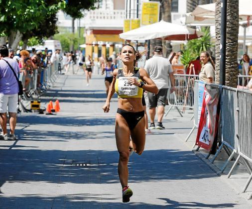 Carolina Gámez, en acción durante la Mini Maratón de Sant Bartomeu.