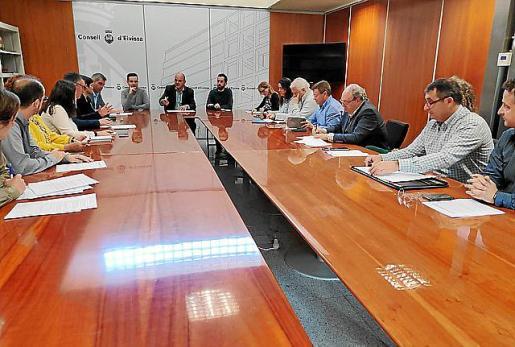 Imagen de la reunión mantenida entre el Consell y Pimeef.