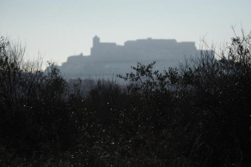 Niebla en la ciudad de Ibiza.
