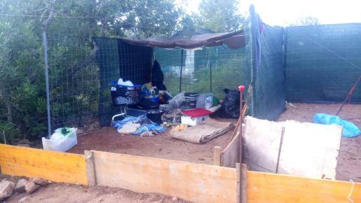 Imagen de una de las casas ilegales en el barrio de Cas Serre.