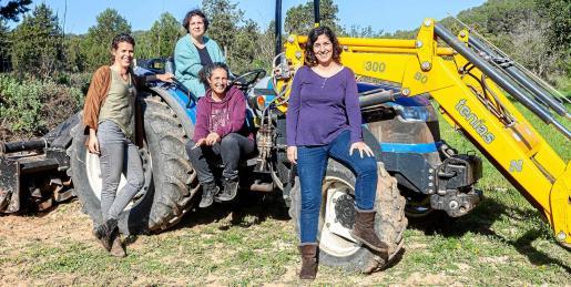 Imagen de las cuatro directivas de la nueva Associació de Pagesos de Sant Josep, que tratará de velar por los derechos de los trabajadores del sector primario.