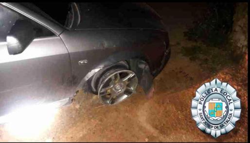 Tras perder uno de los neumáticos del vehículo, el conductor continuó la fuga a la carrera pero fue alcanzado y detenido.