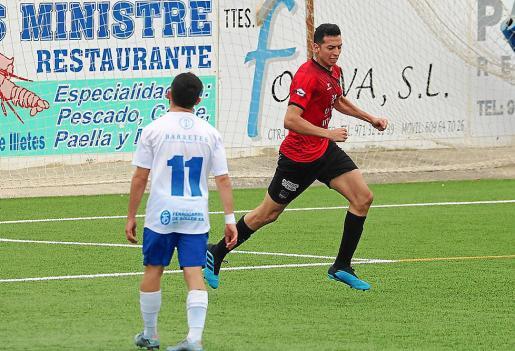 Franco celebra el gol del empate ante la desolación de Álex.