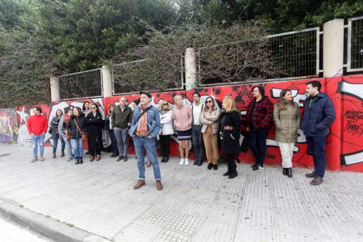 La concentración protesta acabó sumando cerca de una treintena de trabajadores de los juzgados.