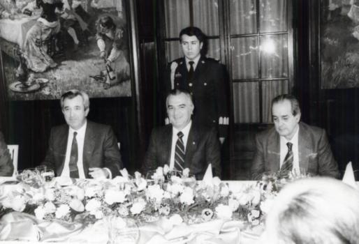 Imagen de Fernando Morán, a la derecha, junto a Miguel de la Madrid, ex presidente de México, y Gabriel Cañellas, expresident del Govern.