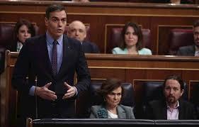 El presidente del Gobierno, Pedro Sánchez, contesta a las preguntas del presidente del PP, Pablo Casado, durante la sesión de control al Gobierno en el Congreso.