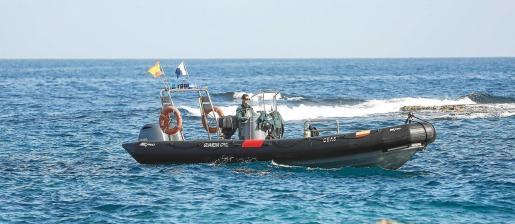 Los efectivos del GEAS de la Guardia Civil inspeccionan desde hace casi un mes la zona norte de la isla de Ibiza.