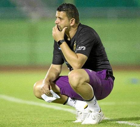 Oliver Mendoza, en una imagen de su etapa como entrenador del Pantoja dominicano.