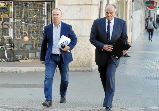 El expresidente del Consell de Formentera, Jaume Ferrer, ayer a su llegada a los juzgados de Palma.