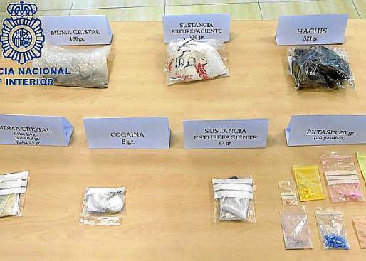 Remesa de cannabis, cocaína y MDMA intervenida.
