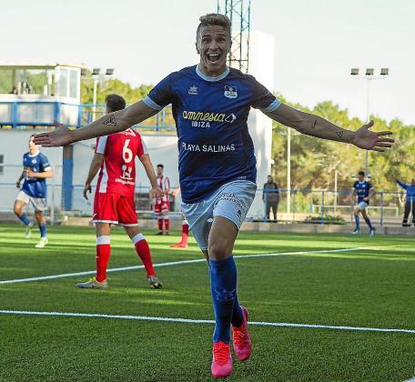 Simeone celebra el segundo gol del San Rafael.