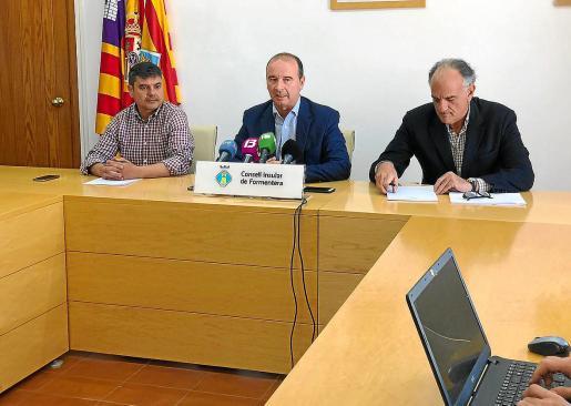El expresidente del Consell de Formentera, Jaume Ferrer, durante una rueda de prensa.