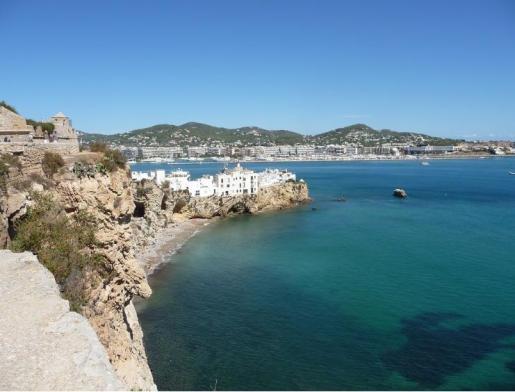 Ibiza es uno de los lugares de España donde hay una oferta más variada y completa para cualquier turista.