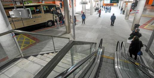 Interior de la estación de buses del Cetis.
