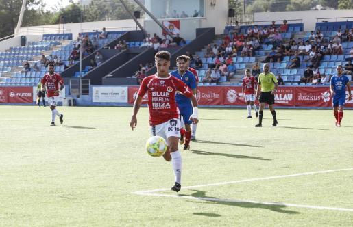 Un lance del partido de la primera vuelta entre el Cedé y el Collerense.