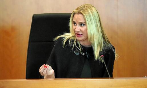 La consellera no adscrita, Marta Díaz, durante el pleno de ayer.