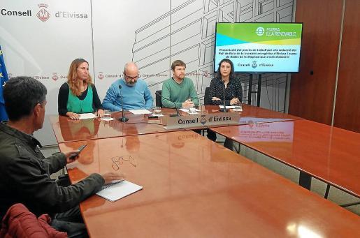Inés Alomar, Vicent Roig, Jordi Salewski e Itziar Arratibel durante la rueda de prensa en el Consell.