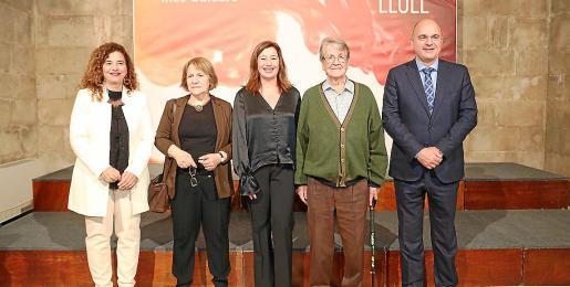 Los premiados ibicencos, junto a Pilar Costa, Francina Armengol y Vicent Marí.