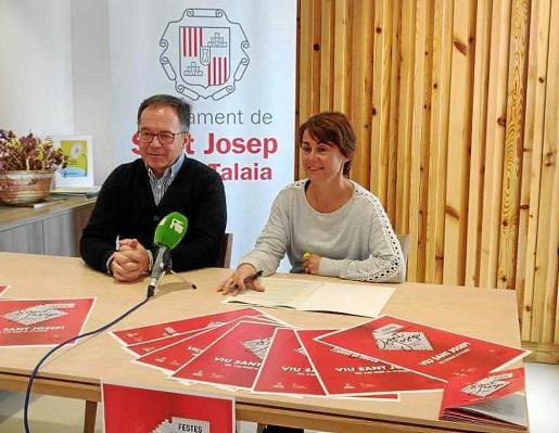 Josep Marí Ribas 'Agustinet' y Cristina Ribas, durante la presentación de las fiestas.