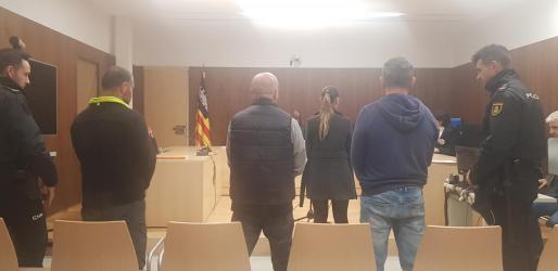 Los tres acusados escucharon la sentencia dictada 'in voce' por la magistrada Martina Rodríguez.