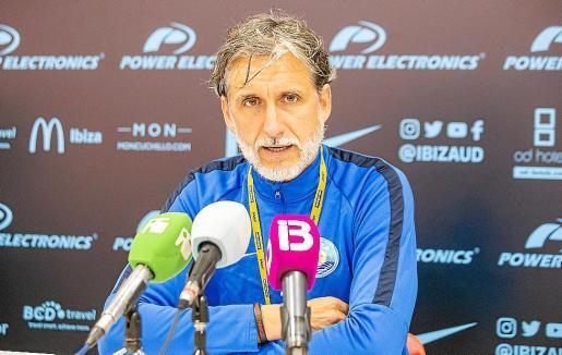 Pablo Alfaro, durante una rueda de prensa de la UD Ibiza.