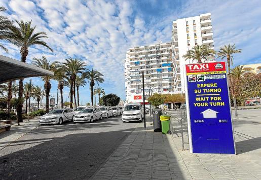 Imagen de una parada de taxis en Sant Antoni de Portmany.