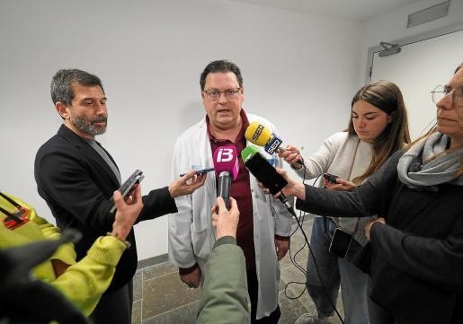El doctor Canet, en el momento de informar del caso a los medios de comunicación.