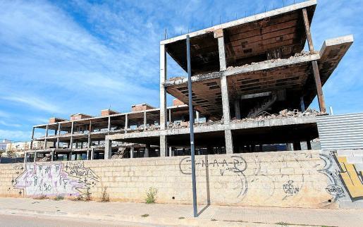 El ayuntamiento de Vila explicó que se derribaron escaleras y muros internos del edificio, por lo que el inmueble ya «no es atractivo para ocupar».