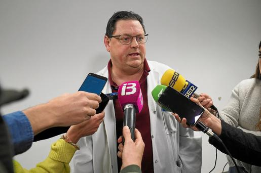 Ramón Canet, referente para el coronavirus y jefe de Medicina Interna de Can Misses, atendiendo a los medios el viernes.