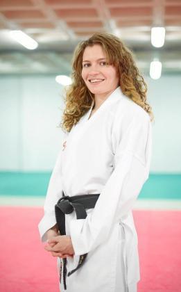 Cristina Ferrer posa después de un entrenamiento en el polideportivo de sa Pedrera.