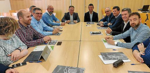 Imagen de la reunión entre el Ayuntamiento de Sant Josep y el de Sant Antoni.