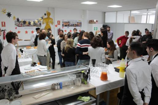 Fiesta de despedida de los dinamizadores juveniles y aprendices de restauración pertenecientes a los programas del SOIB