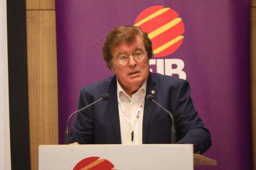 Imagen del presidente de la Federació de Futbol de les Illes Balears, Miquel Bestard, durante la asamble general del organismo.