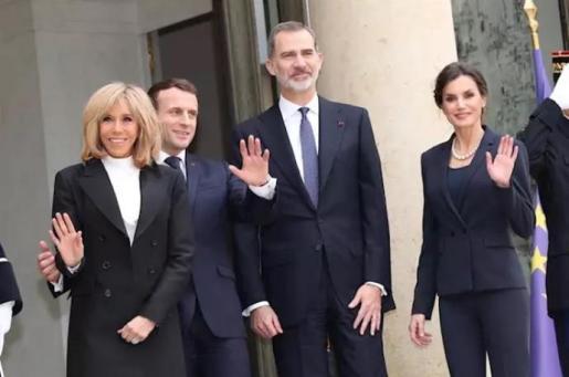 Los Reyes Felipe y Letizia junto al matrimonio Macron en París.