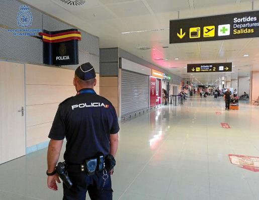 El autor del robo del valioso reloj fue interceptado por agentes de la Policía Nacional en el aeropuerto de Ibiza.