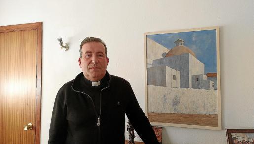 El administrador de la Dióceisis de Ibiza, Vicente Ribas, ayer en su despacho.
