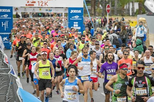 Momento de la salida de la prueba de 12 kilómetros del Ibiza Marathon.