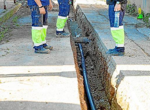 Obras de mejora de la red de suministro en el barrio de ses Païses de Sant Antoni.