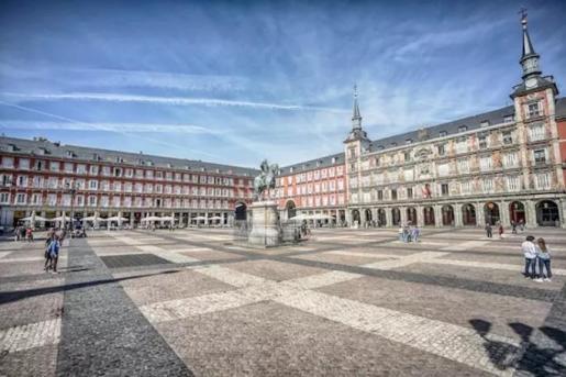 La Plaza Mayor de Madrid vacía el 13 de mazo de 2020 - RICARDO RUBIO - EUROPA PRESS