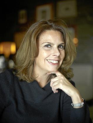 La profesora y escritora ibicenca Helena Tur, en una fotografía promocional.