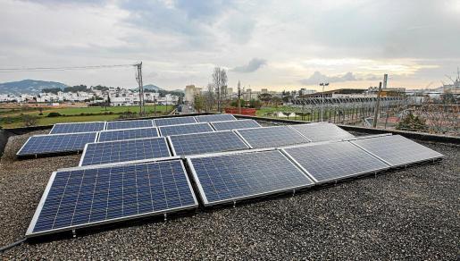 Placas solares instaladas en el tejado de la Cooperativa Agroevissa.