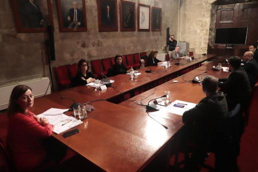 Francina Armengol, reunida con los agentes sociales.
